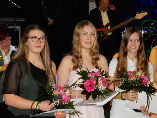Landesverbandsjugendkönigin Marie Knust (mitte)  2. Kim Neels vom SV Reitland  3. Jasmin Flachsenberger vom SV Adolphsdorf