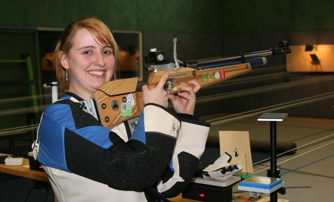 Yvonne Steffens gewann nach einem spannenden Finale in der Schützinnenklasse Bronze.       Foto: Schiefelbein