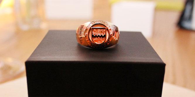 Jeder Prinz erhält als Erinnerung an seine Regentschaft einen individuell gefertigten Ring