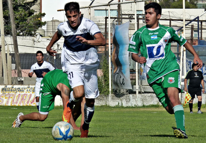 Cristian Pacheco volvió a ser una de las figuras de Jorge Newbery, que goleó 4 a 0.