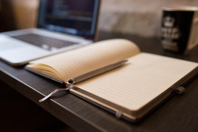 Laptop, Block, Kugelschreiber