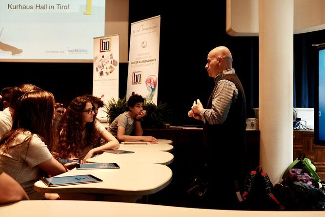 Carlos Cunha aus Setubal, Portugal beim Workshop mit SchülerInnen