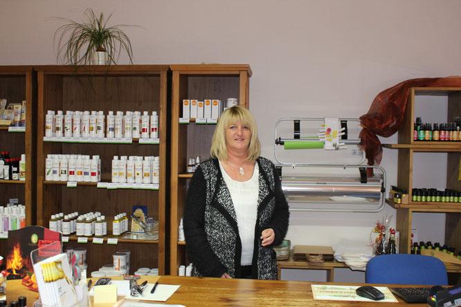 Mitarbeiterin Marina Maurer im Verkaufsladen