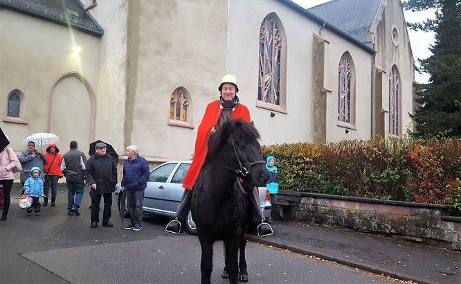 Thomas Scheerer mit seinem neuen und alten Pferd