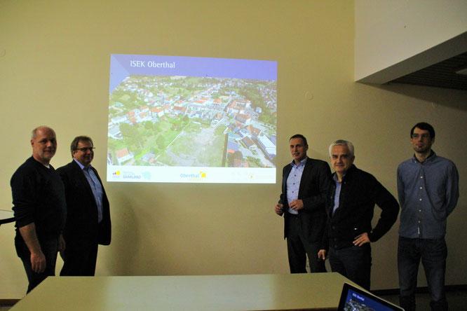 v.l Ortsvorsteher Reiner Burkholz, Michael Maurer, Stephan Rausch, Hr. Kern mit Mitarbeiter