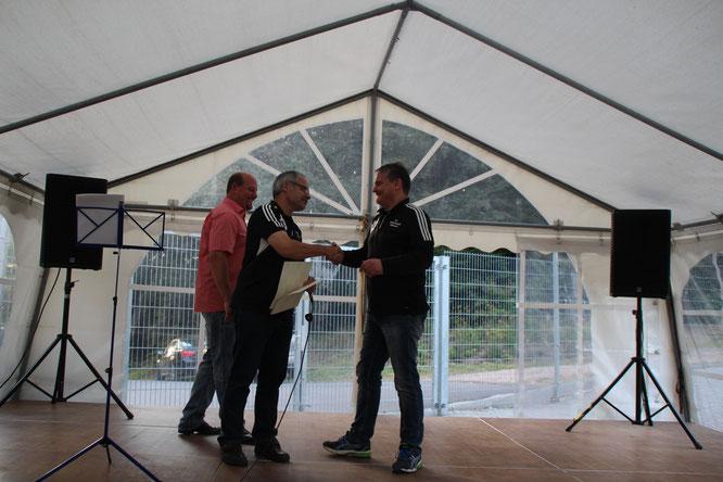 Für 10 Jahre aktiven Fussball: Ehrung für Guido Schaadt