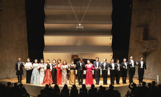 日本ロッシーニ協会設立20周年記念コンサートのカーテンコール(2016年10月17日)