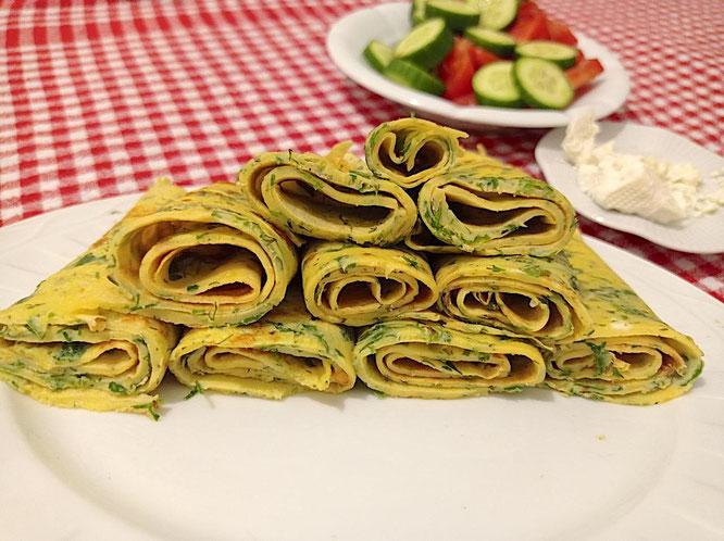 Kaygana (türkische Pfannkuchen mit Kräutern)