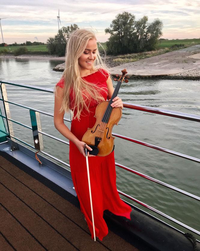Jessica Grzenia - Violinistin Violine Geigerin Geiger Geige Violin Hochzeit Trauung Duisburg Düsseldorf NRW Dortmund Köln Bonn Koblenz Essen Musik Event