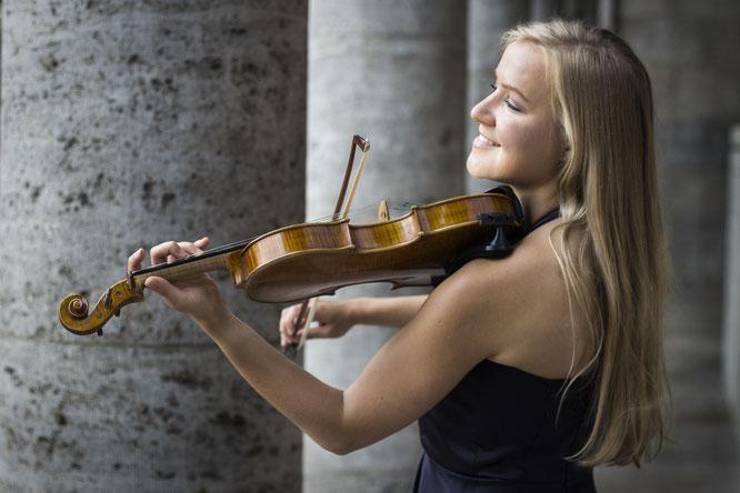 Jessica Violin Violine Geige Violinistin Hochzeit Feier Event Duisburg Düsseldorf NRW Musik LeeNorris