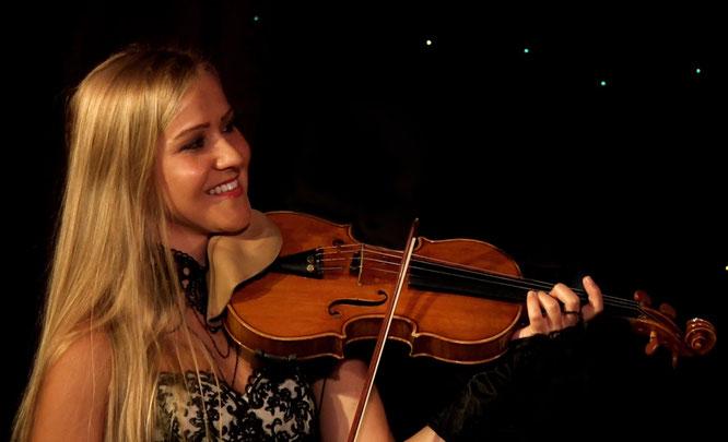 Jessica Grzenia - Violinistin Violine Geigerin Geiger Geige Violin Hochzeit Trauung Duisburg Düsseldorf NRW Dortmund Köln Bonn Koblenz Essen Musik Event Club