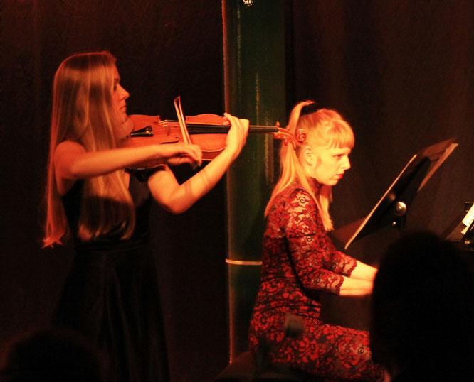 Jessica Violin Violine Geige Violinistin Hochzeit Feier Event Duisburg Düsseldorf NRW Musik