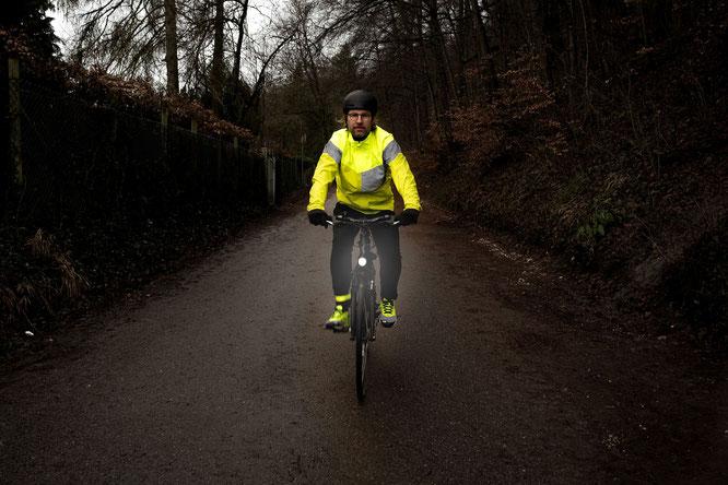DEKRA - Radfahrer Sichtbarkeit 1: Wer auf dem Rad unterwegs ist, sollte im Interesse der eigenen Sicherheit gut zu sehen sein.