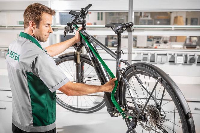 Neutrale Expertise für den Zweirad-Boom von DEKRA