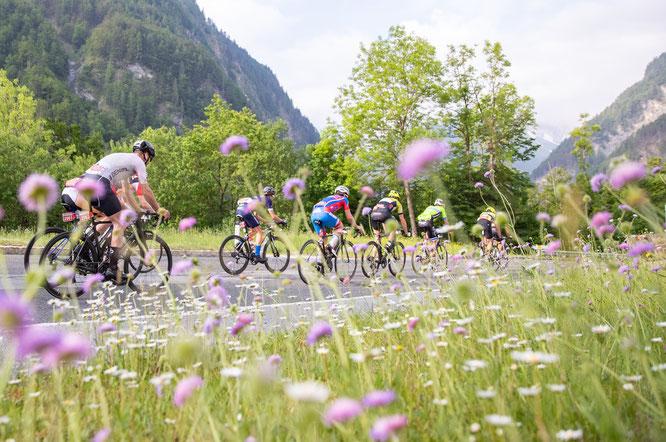 Fahrt vorbei an den Lienzer Dolomiten ©Expa Pictures