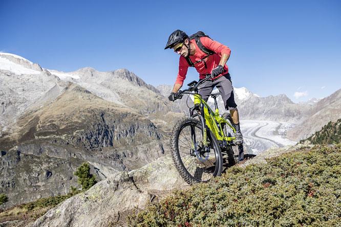 Flyer bei der UCI Mountainbike WM auf der Lenzerheide – E-Mountainbikes Testfahren und Trail Duell für Jedefrau und Jedermann