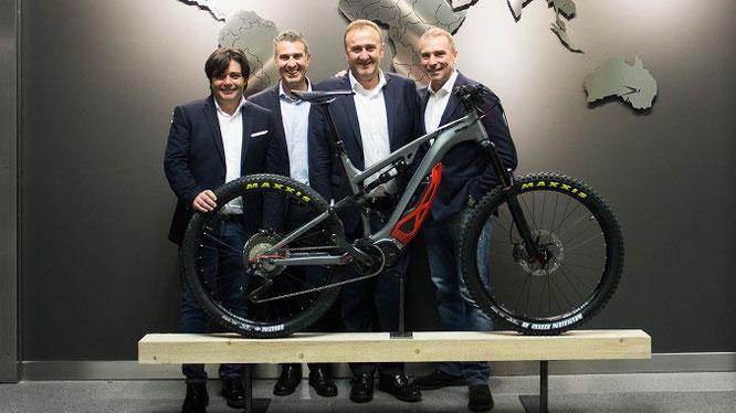 Livio Suppo (ganz rechts) zusammen mit (von links) Giuseppe Bernocco, Stefano Migliorini und Sebastiano Astegiano, THOK E-BIKES founders.
