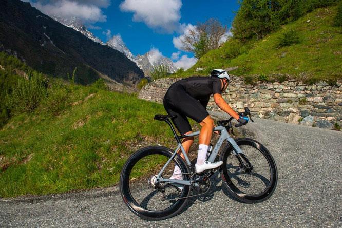 """OFFICINE MATTIO bringt OM1 S auf den Markt, das Carbon-Monocoque-Rennrad """"Made in Cuneo"""""""