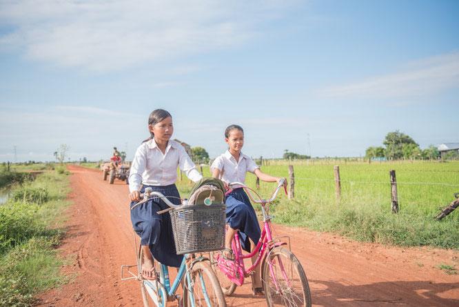 Fahrradklingel kaufen und damit Kinder in Kambodscha unterstützen ©woom