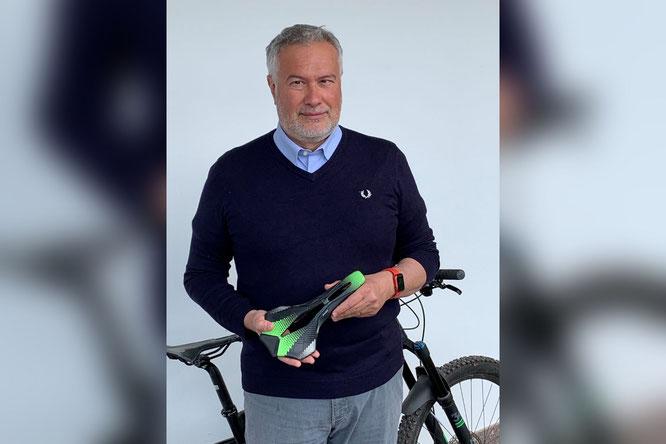 Wittkop Geschäftsführer Hans Greifenegg mit SKUBA Sattel