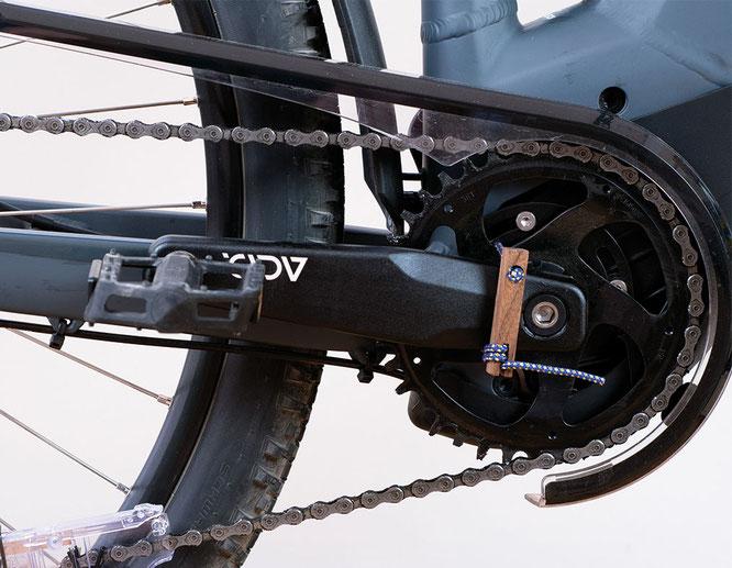 Mit McQuade´s E-Bike Tool ist es möglich die Kette am E-MTB zurück zu kurbeln