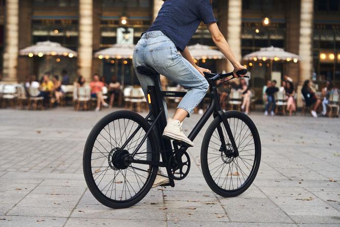 Intelligent und vernetzt: Die neue Generation elektrischer Bikes mit App-Anbindung bietet viele Vorteile. (©Cowboy)