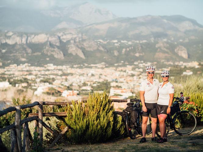 Die Ampler Challenge Tour von Rebecca und Ian führte sie auf 900 malerischen Kilometern von Palermo nach Pompei.