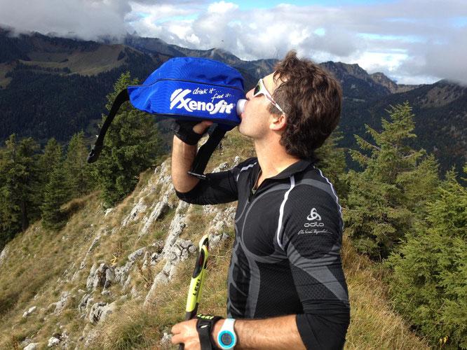 Ausreichend trinken ist fürs Sportreiben an heißen Tagen äußerst wichtig