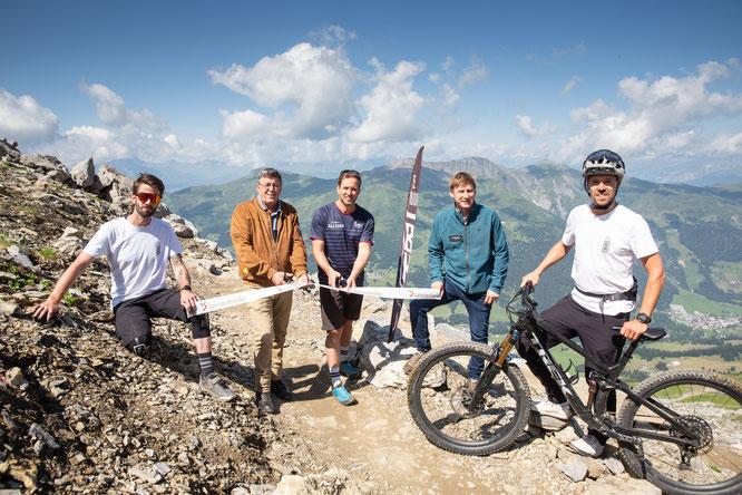 Pascal Krieger, Aron Moser, Claude Balsiger, Thomas Küng und Marc Schlüssel eröffnen den Trail offiziell / © Sundroina Pictures