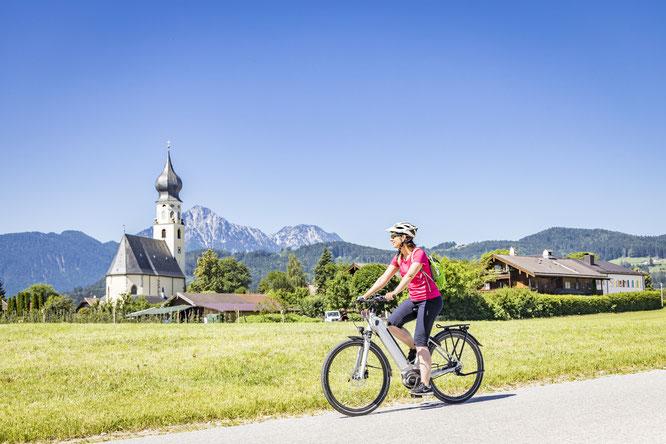 Sanfte Hügel und voralpiner Charakter machen den Rupertiwinkel, Teil der UNESCO-Biosphärenregion Berchtesgadener Land, zum idealen Terrain für genussvolle (E-)Bike-Touren  Bildnachweis: Berchtesgadener Land Tourismus