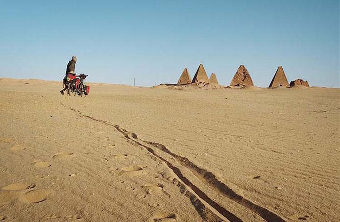 Sudan, Sahara - Die Pyramiden von Jebel Barkal sind vollkommen verlassen / Foto: Anselm Pahnke