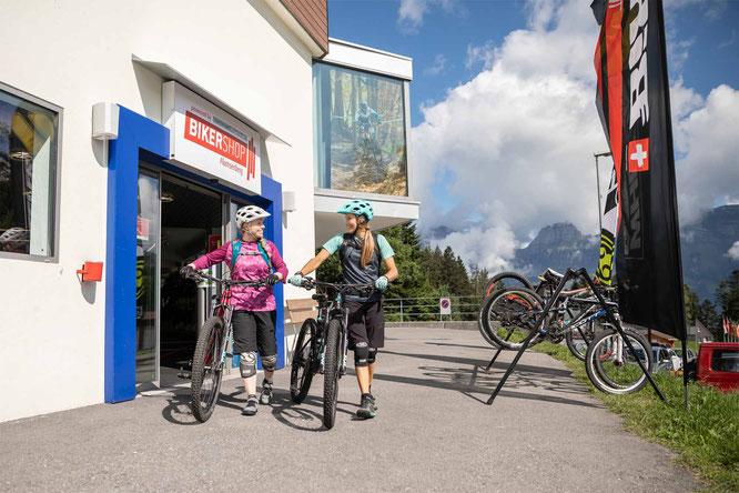 Ready für die Abfahrt nach dem Besuch im BikerShop Flumserberg. © Bergbahnen Flumserberg AG
