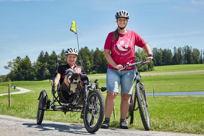 Fahren für den guten Zweck: Marie (links) und Tina (rechts) von 5wheels4hope