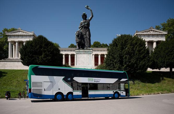 Startpunkt war die Theresienwiese, wo auf die Teilnehmer der Holzkirchen-Tour schon der Münchner Bergbus wartete © Phil Pham (www.philpham.de)