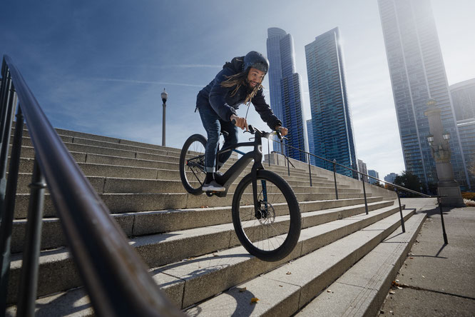 Serial 1 E-Bikes verbinden die Freiheit und das Abenteuer eines Fahrrads mit dem kraftsparenden Genuss elektrischer Energie.
