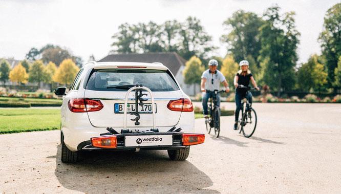 Mit dem Bikelander von Westfalia-Automotive können auch Elektrofahrräder gut transportiert werden