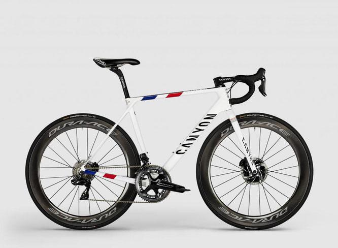 Besonderes Design für einen besonderen Fahrer: Warren Barguils Ultimate CF SLX trägt stolz die Farben des französischen Straßenmeisters. Copyright: Canyon