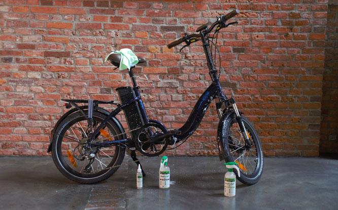 Um die Lebensdauer des Gefährts deutlich zu verlängern, sollten Sie das Fahrrad regelmäßig reinigen.