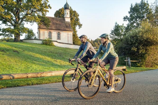 Der Fernradweg ist gesäumt von malerischen Kirchen und Kapellen  © oberbayern.de
