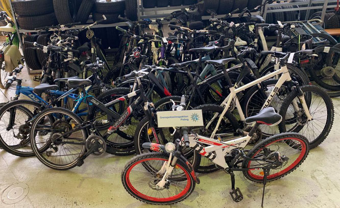 24 Fahrräder kamen zum Vorschein. © Grenzpolizeiinspektion Piding