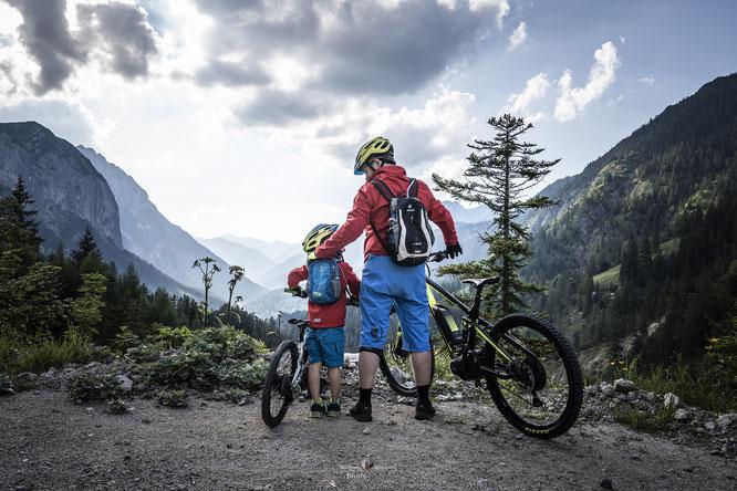 """Der bayrische Profifotograf Wolfgang Kronwitter überzeugte mit einem Mountainbike-Outdoorbild unter dem Titel """"Unterwegs mit best Buddys"""""""