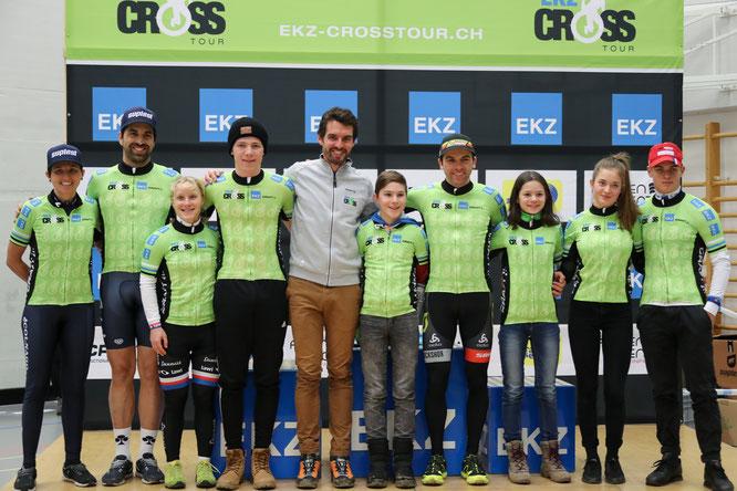 Alle Gesamtsieger mit Präsident Christian Rocha
