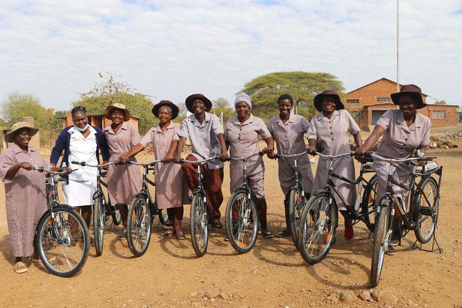 Mobil dank Buffalo Bikes: Die Health Care Workers von Greenline Africa in Simbabwe können mit ihren neuen Fahrrädern fast doppelt so viele Patienten besuchen wie bisher zu Fuß. Foto: WBR