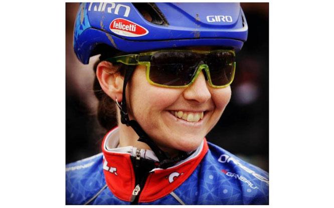 Foto (Eva Lechner/Facebook): Lachender Blick nach vorne: Eva Lechner ist in die MTB-Weltcupsaison 2018 gestartet