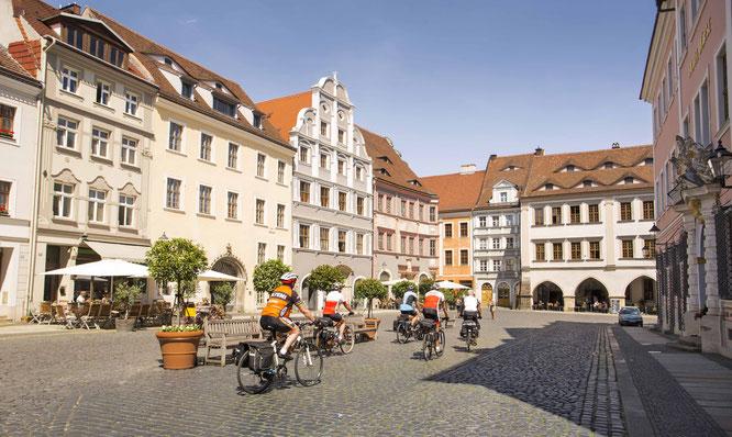 Görlitz  Radfahrer auf dem Untermarkt   Copyright: TMGS/Fouad Vollmer Werbeagentur