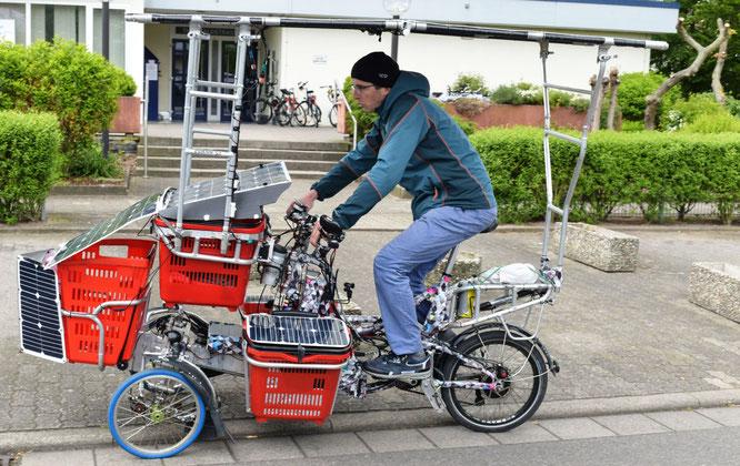 Starke Idee: Transport solar- und muskelbetrieben mit dem Lastenesel aus Eigenproduktion