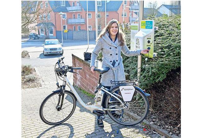 E-Bike aufladen im Ortszentrum von Sailauf,  Foto: www.main-echo.de -Petra Reith