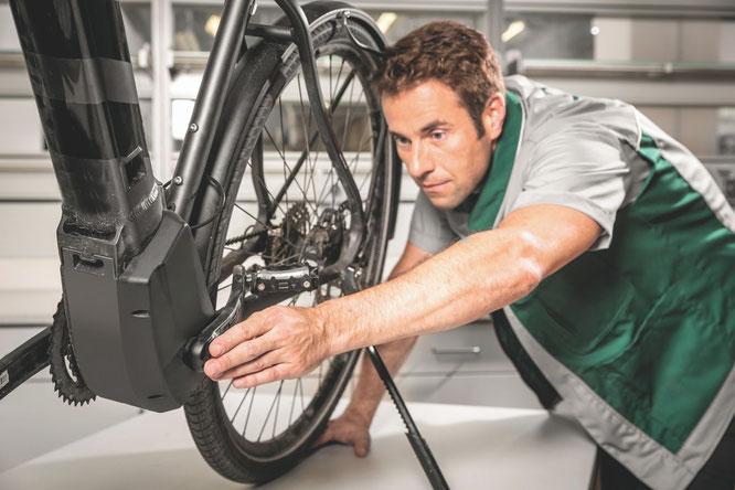 Die elektrische Antriebsunterstützung ist für viele ungewohnt kräftig. © DEKRA