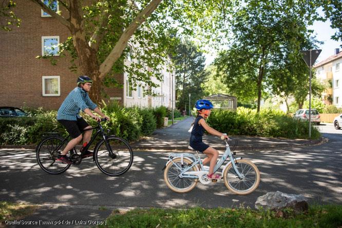 Damit Kinder mehr Rad fahren, sind Eltern als Vorbilder gefordert.