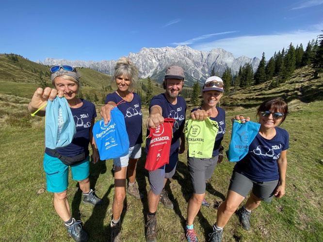 Deuter unterstützt den Verein #estutnichtweh mit Rucksäcken, um den Müll ins Tal zu tragen.